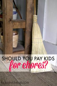 Should you pay your kids for chores? The answer isn't always so simple. Here's an idea of when you should and shouldn't.